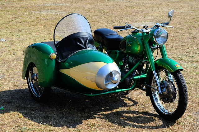 viellie moto de collection (sidecar)